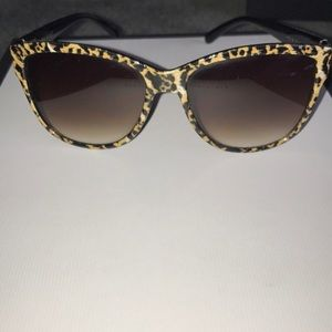 Foster Grant cheetah print sunglasses